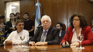 El ministro de Salud, Ginés González García, junto a Carla Vizzotti, secretaria de acceso a la salud, y Fernán Quirós, ministro de salud de la ciudad