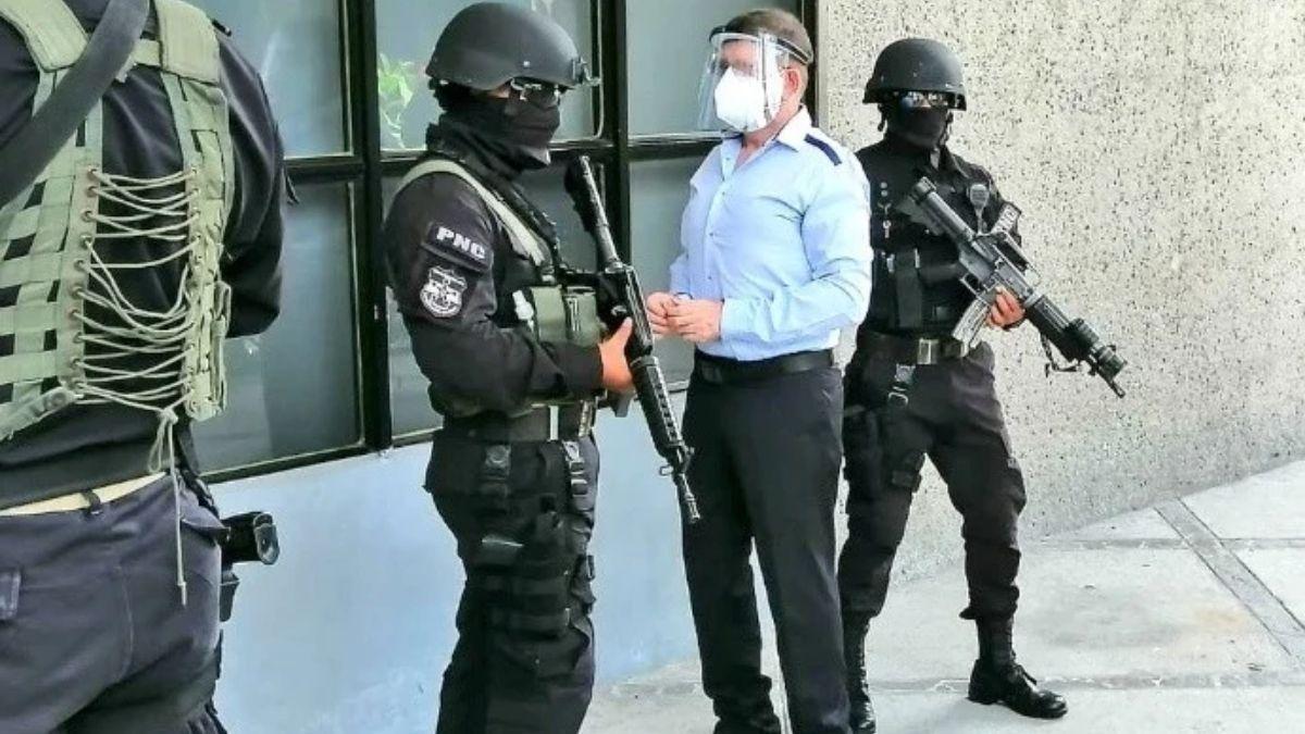 arrestan a exministro de Defensa Munguia Payés