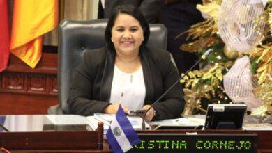 Cristina Cornejo sale del país