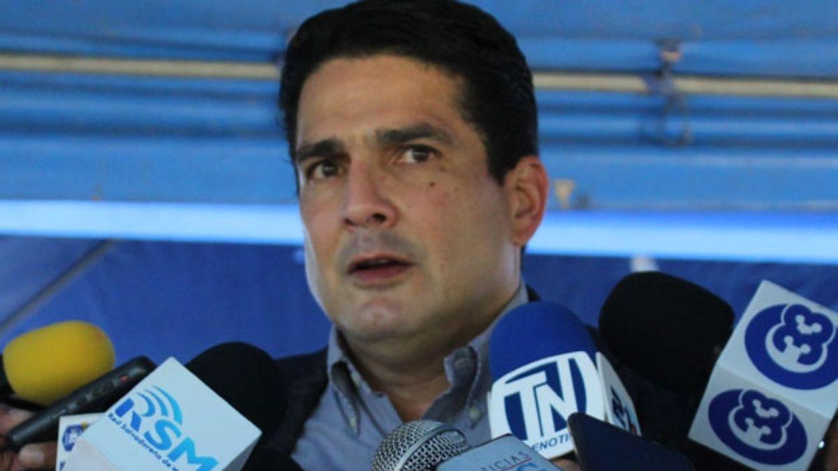 Roberto Daubisson deja deuda de 43 millones en Alcaldia de Santa Tecla