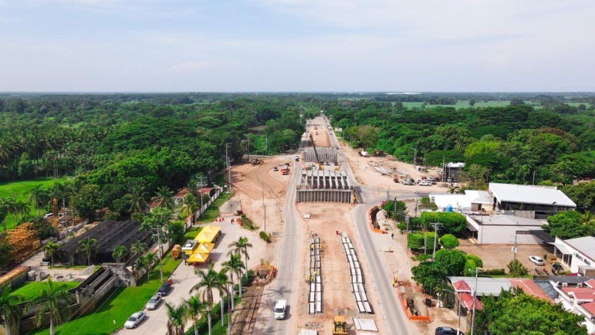 Construcción de paso a desnivel de Comalapa