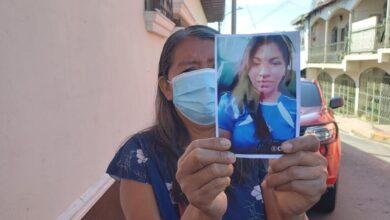 Fiscalía investigará la desaparición de la hija de la señora que llegó a las afueras del juzgado de Cojutepeque