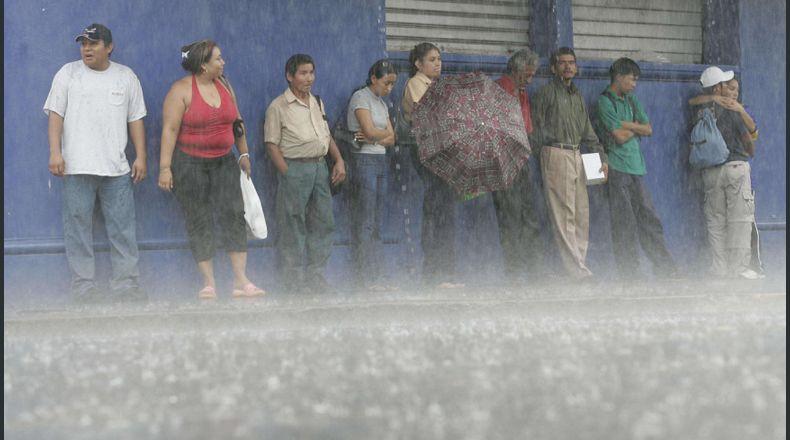 Las lluvias continuarán este miércoles informó el Ministerio de Medio Ambiente