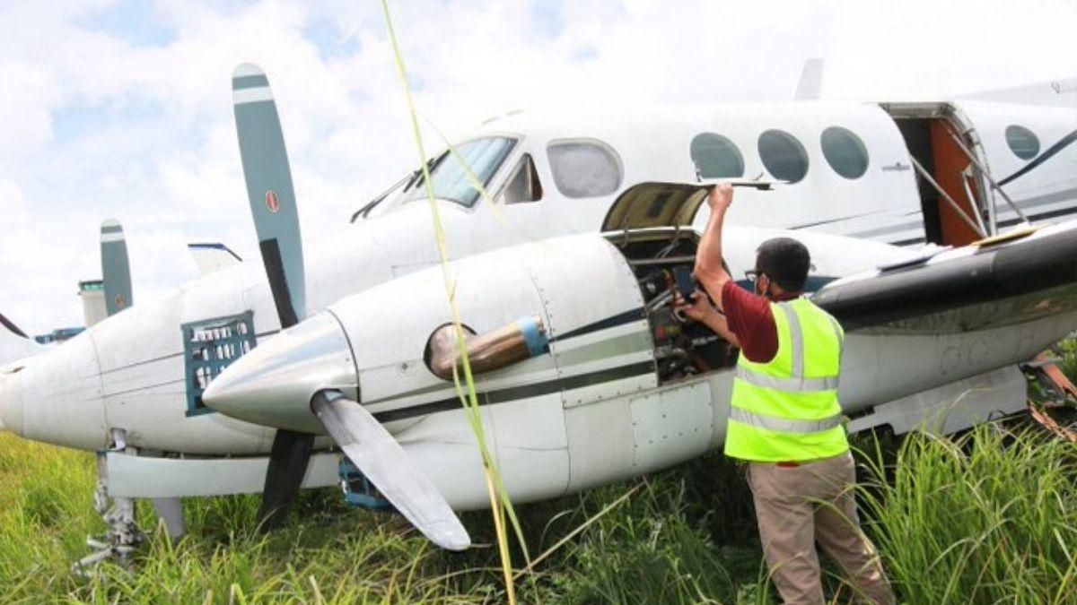 FGR inspecciono avioneta que recibió Funes como dádiva por parte de empresario Guatemalteco en 2013