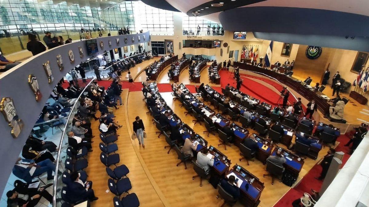 Aprueban decreto transitorio que suspende concentración de personas por 90 días en El Salvador