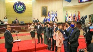 Diputados que investigarán los sobresueldos pagados por gobiernos anteriores fueron juramentados