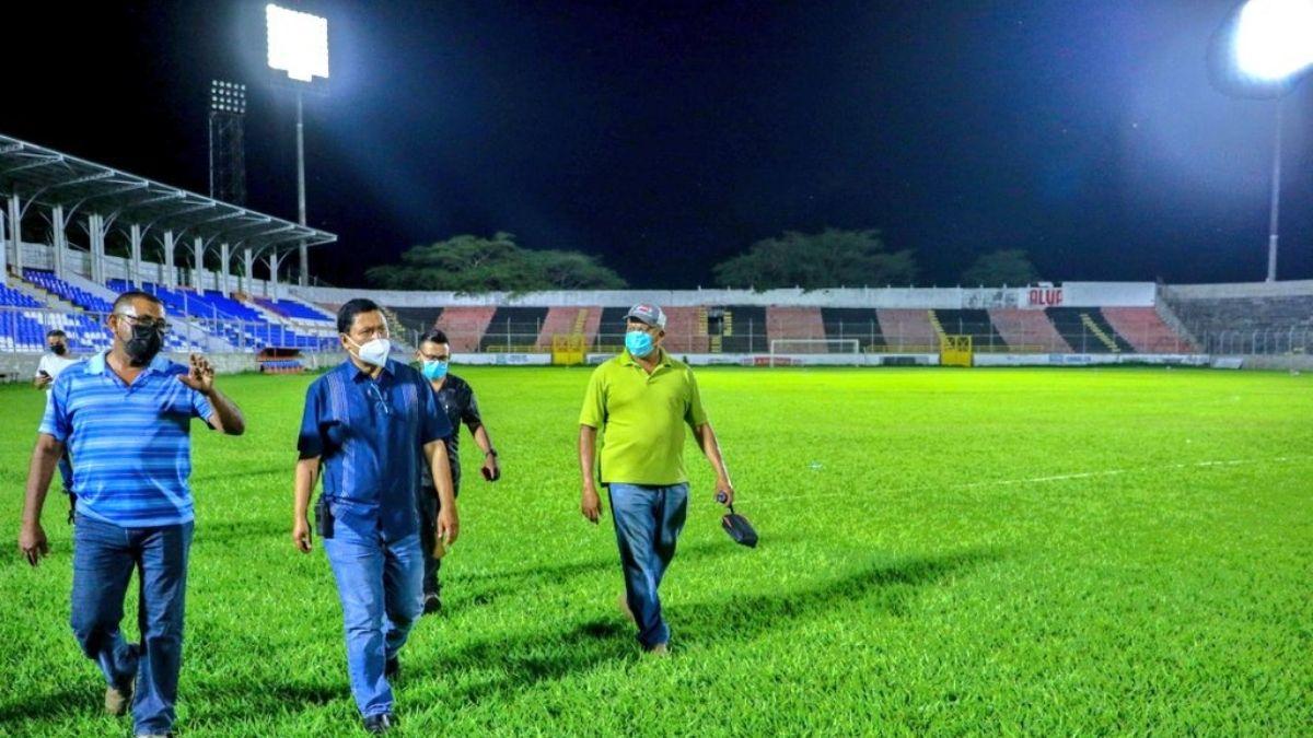 Estadio de San Miguel al fin con Iluminación. CD Águila podrá llevar a cabo sus partidos de noche