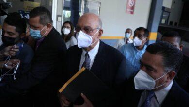 Ex presidente Alfredo Cristiani llega a la Asamblea Legislativa