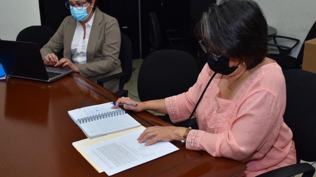 Regina cañas «Tía Bubu» entrega propiedad valuada en $62,000 a FGR para que pase al Estado
