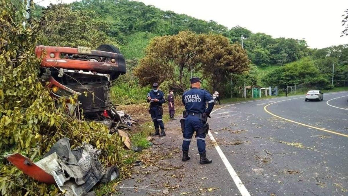 Accidente de pipa de gas genero explosión en Chalatenango lo que dejo 2 lesionados