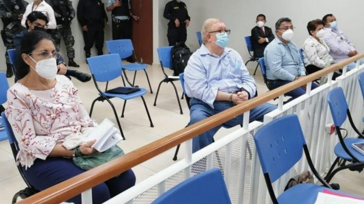 Exfuncionarios del FMLN continúan proceso en prisión